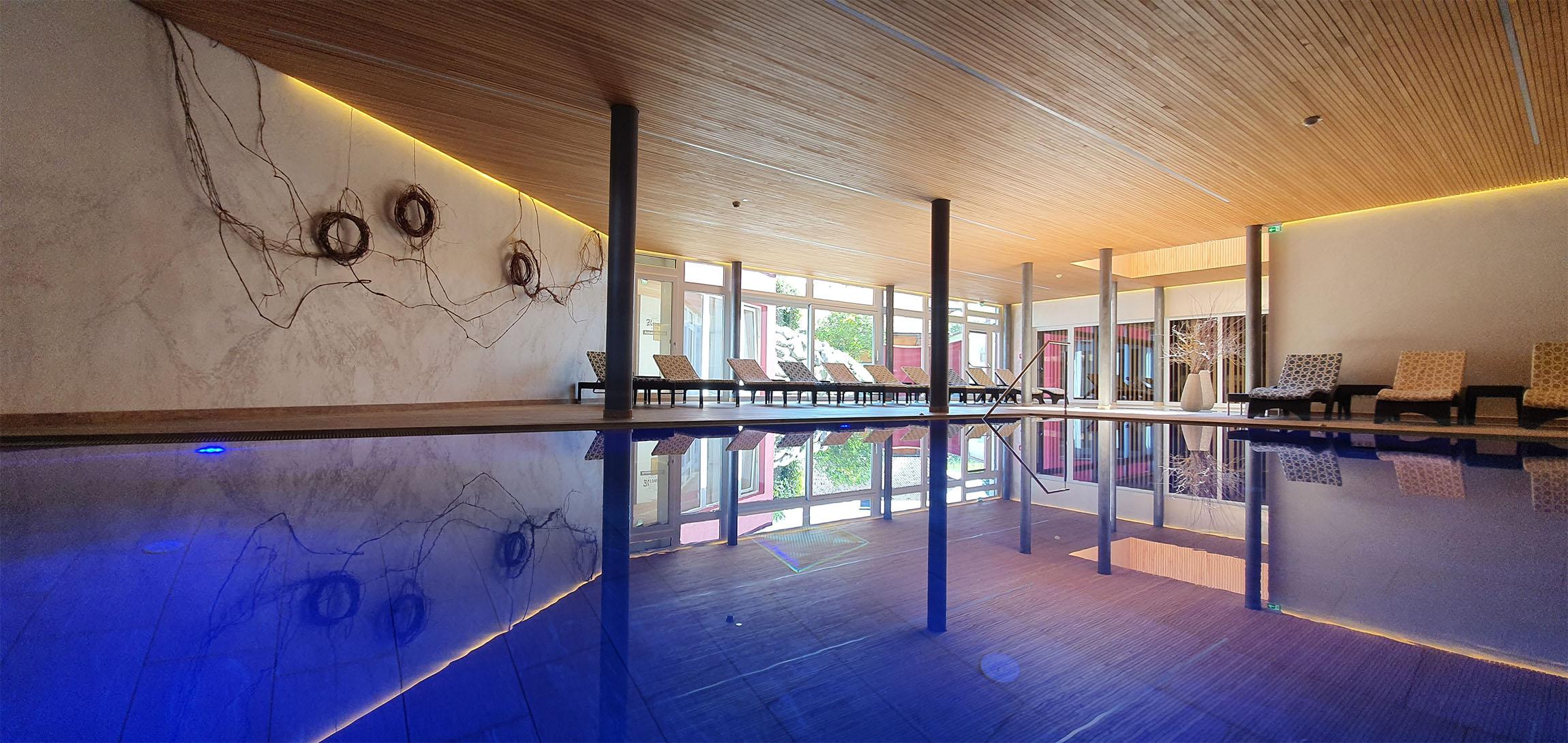 Hallenbad Pool